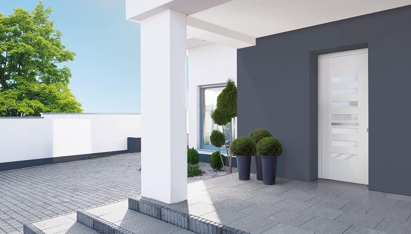 ingresso_casa_con_portoncino_con_maniglia_in_alluminio_e_vetro_satinato_finnova