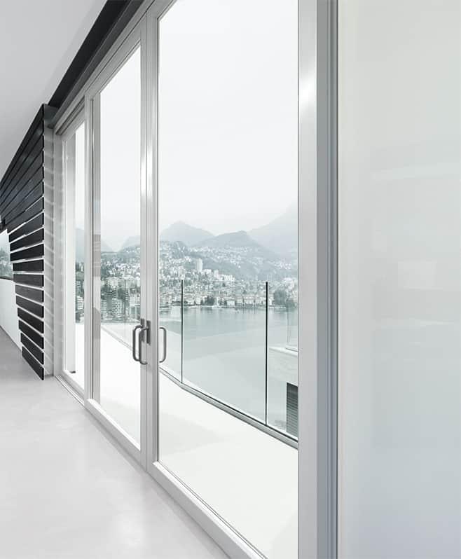 ambiente_arredato_con_finestre_finnova