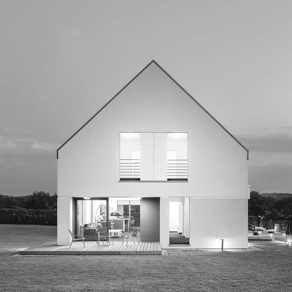 casa_moderna_esterno_con_infisso_naturale_finnova