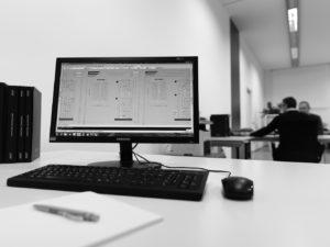computer_con_disegno_tecnico_degli_infissi_finnova