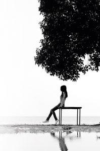 sfondo_albero+ragazza_finnova